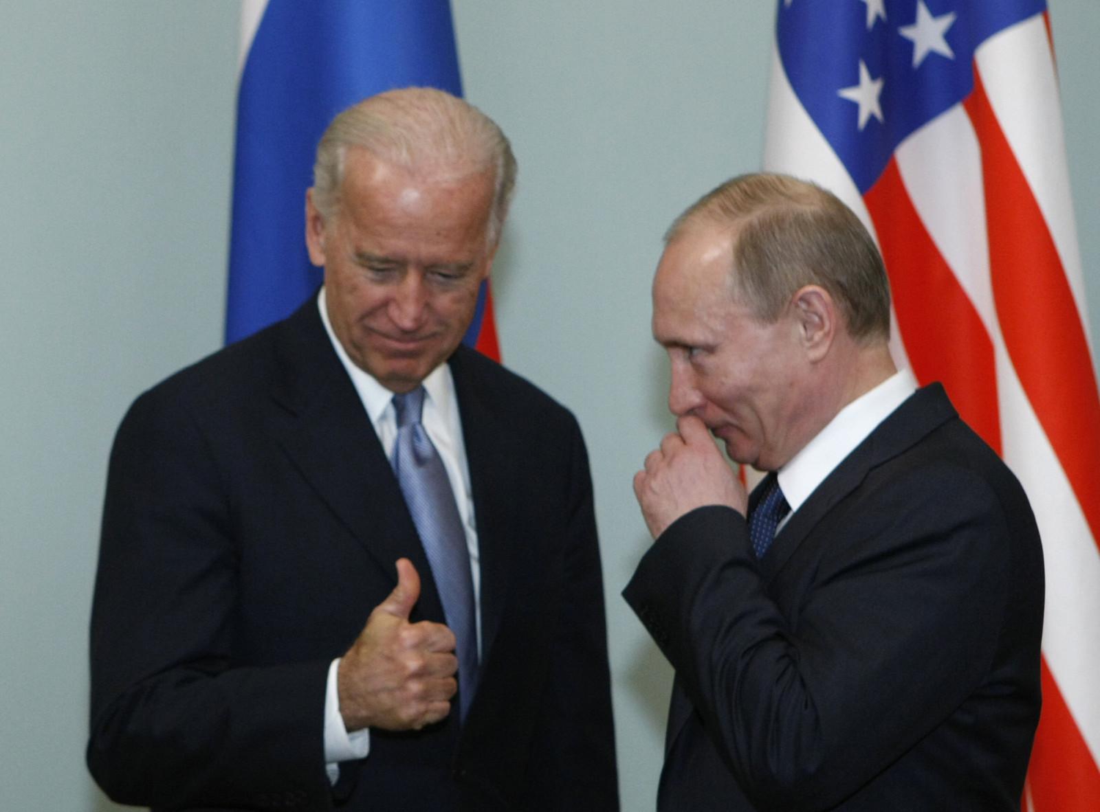 Байден говорит с Путиным